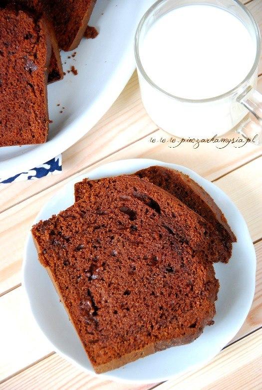 ciasto czekoladowe na śmietanie z czekoladą