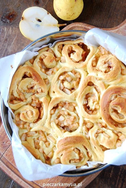 Drożdżowe ślimaczki z gruszką i cynamonem4