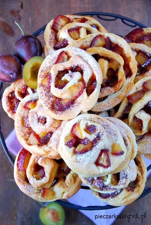 Drożdżowe ślimaczki ze śliwkami i cynamonem3