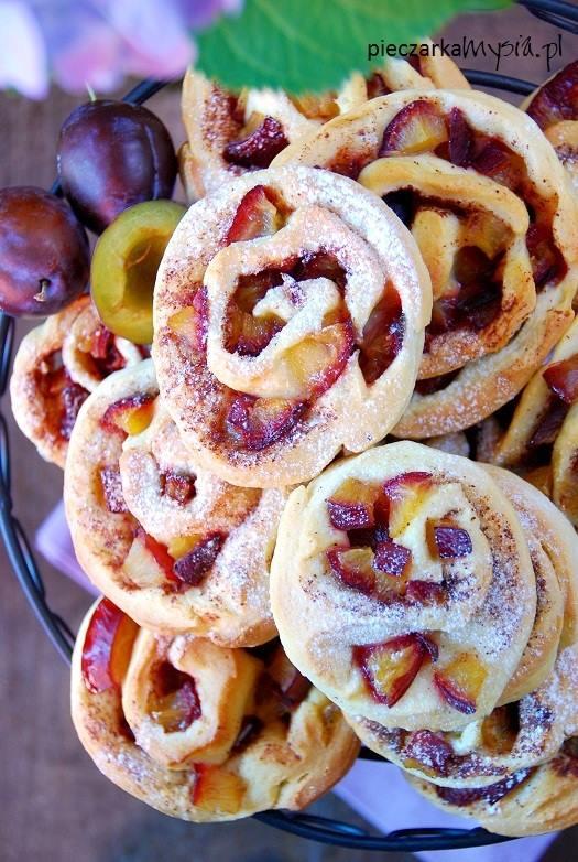 Drożdżowe ślimaczki ze śliwkami i cynamonem4