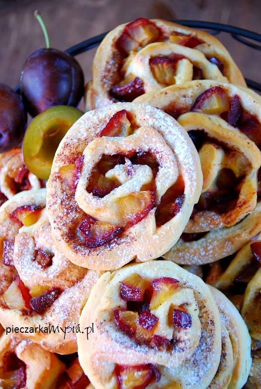 Drożdżowe ślimaczki ze śliwkami i cynamonem5