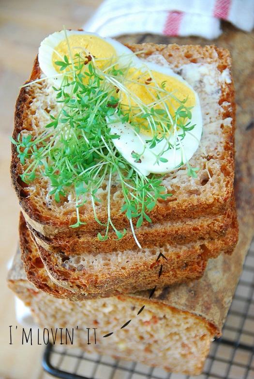 Pomidorowy chleb orkiszowy4
